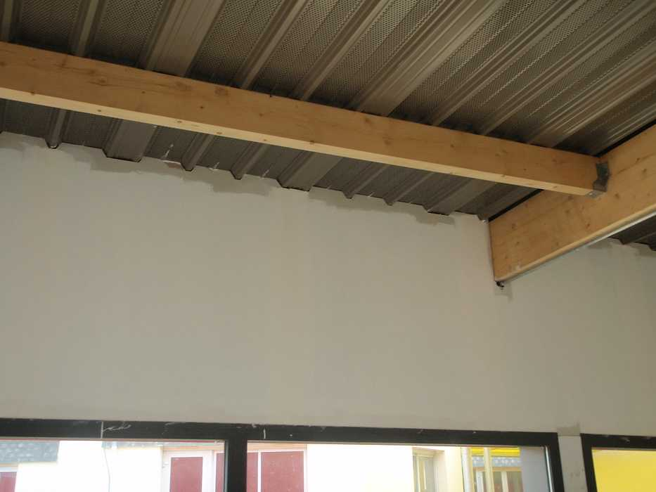 Construction neuve : cloisons et plafonds - Ecole maternelle - Plouguiel p1010085