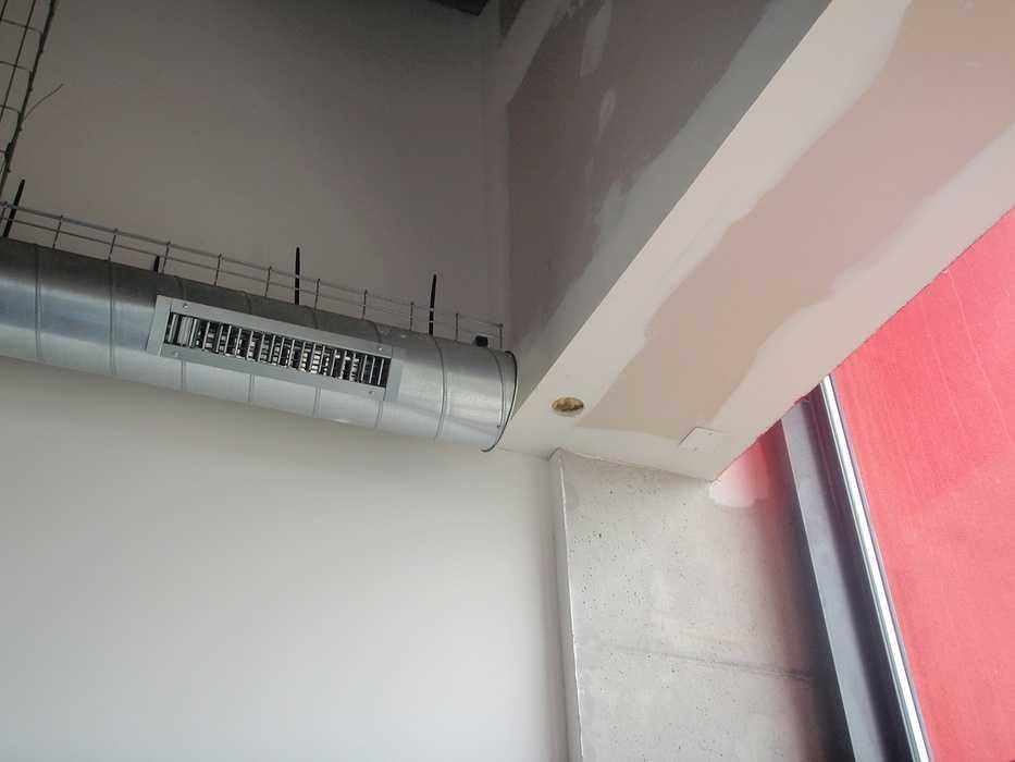 Construction neuve : cloisons et plafonds - Ecole maternelle - Plouguiel p1010088