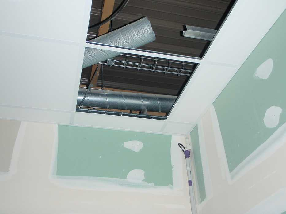 Construction neuve : cloisons et plafonds - Ecole maternelle - Plouguiel p1010091