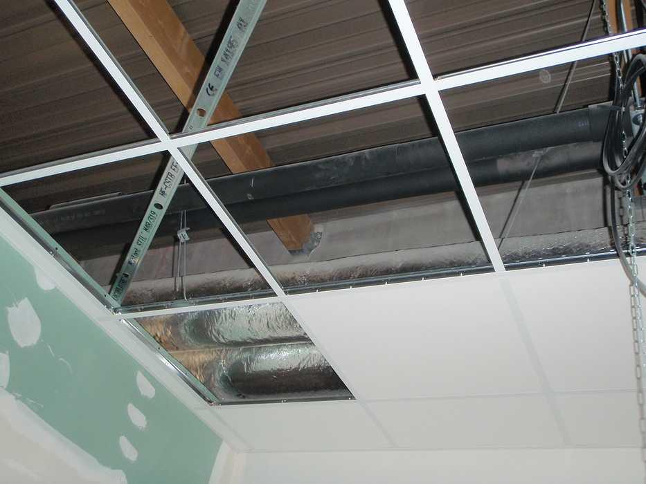 Construction neuve : cloisons et plafonds - Ecole maternelle - Plouguiel p1010092