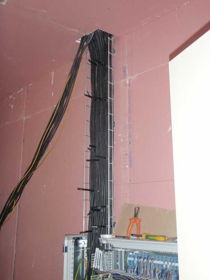 Construction neuve : cloisons et plafonds - Ecole maternelle - Plouguiel p1010093