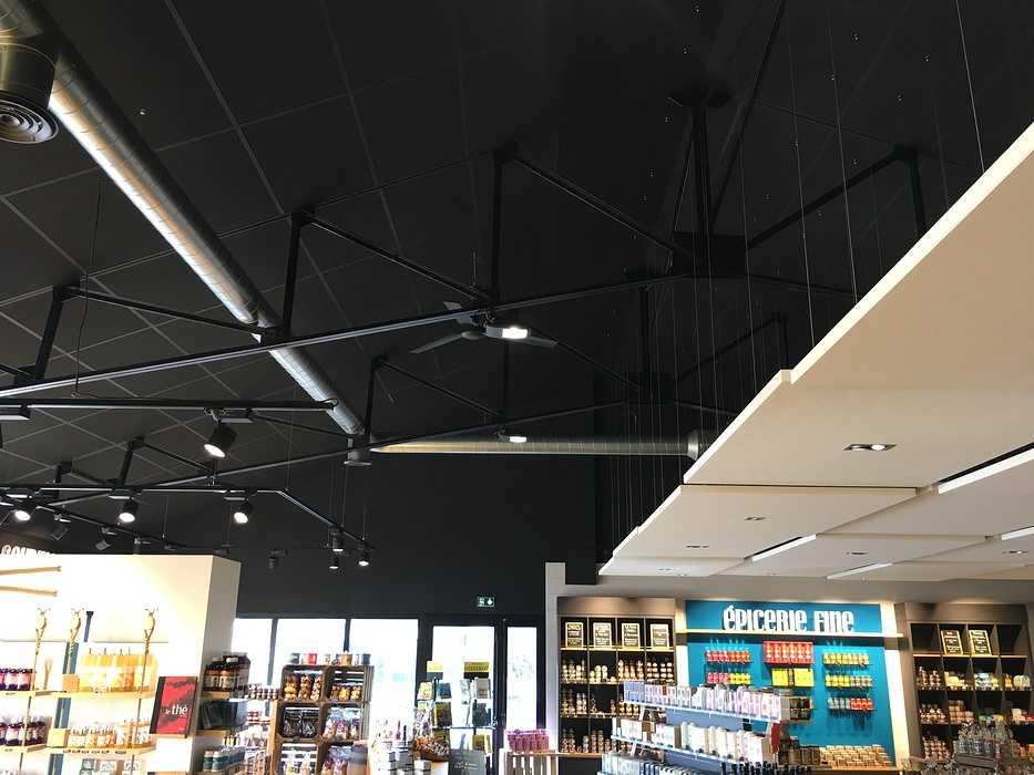 Plafonds et piéges à son : magasin l'Atelier Fermier - Ploumanach img4119