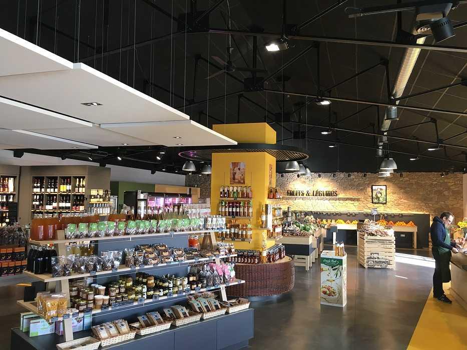 Plafonds et piéges à son : magasin l'Atelier Fermier - Ploumanach img4122