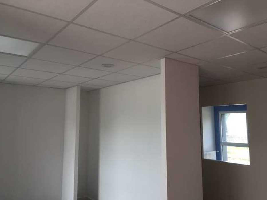Cloisons de distribution et cloisons modulaires, plafonds suspendus et menuiseries intérieures img3399