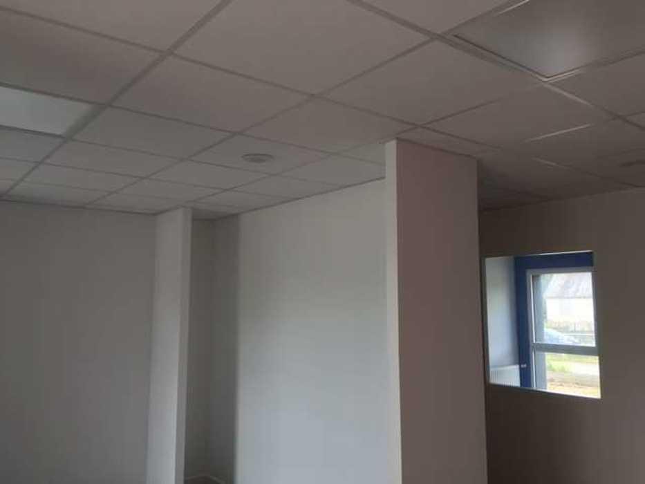 Cloisons de distribution et cloisons modulaires, plafonds suspendus et menuiseries intérieures img3400