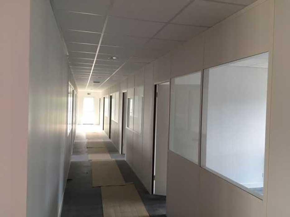 Cloisons de distribution et cloisons modulaires, plafonds suspendus et menuiseries intérieures img3401