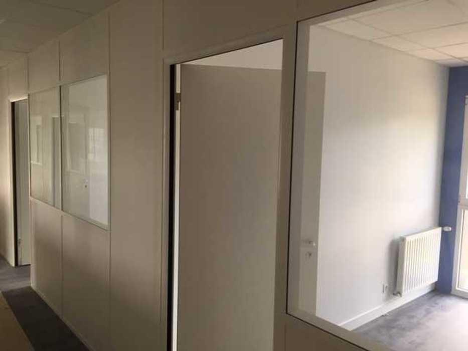 Cloisons de distribution et cloisons modulaires, plafonds suspendus et menuiseries intérieures img3402