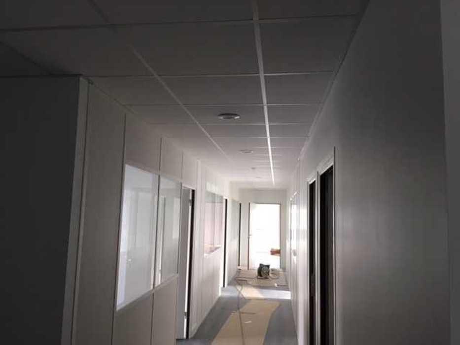 Cloisons de distribution et cloisons modulaires, plafonds suspendus et menuiseries intérieures img3404