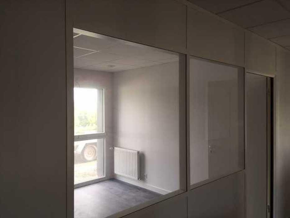 Cloisons de distribution et cloisons modulaires, plafonds suspendus et menuiseries intérieures img3408