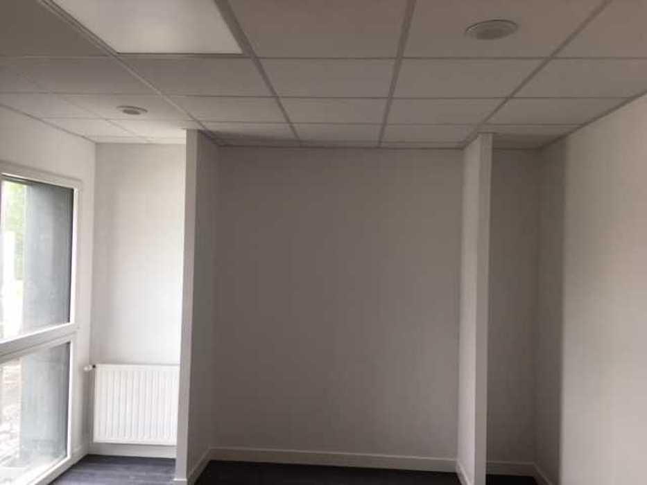 Cloisons de distribution et cloisons modulaires, plafonds suspendus et menuiseries intérieures img3409