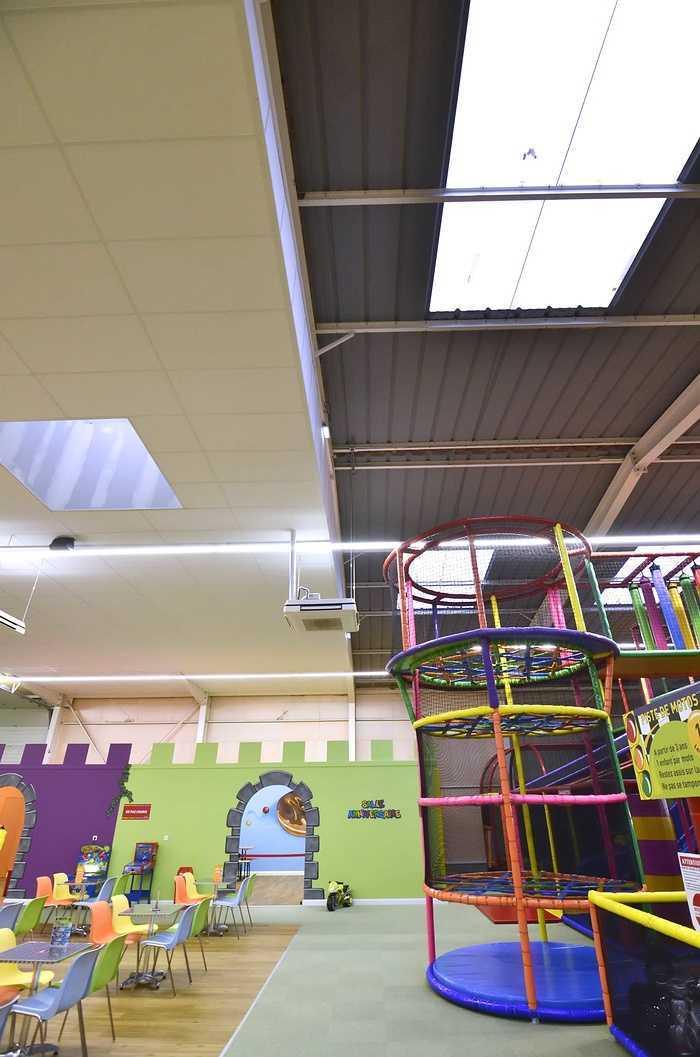 Royal Kids - Langueux (22) : plafonds suspendus dsc0715
