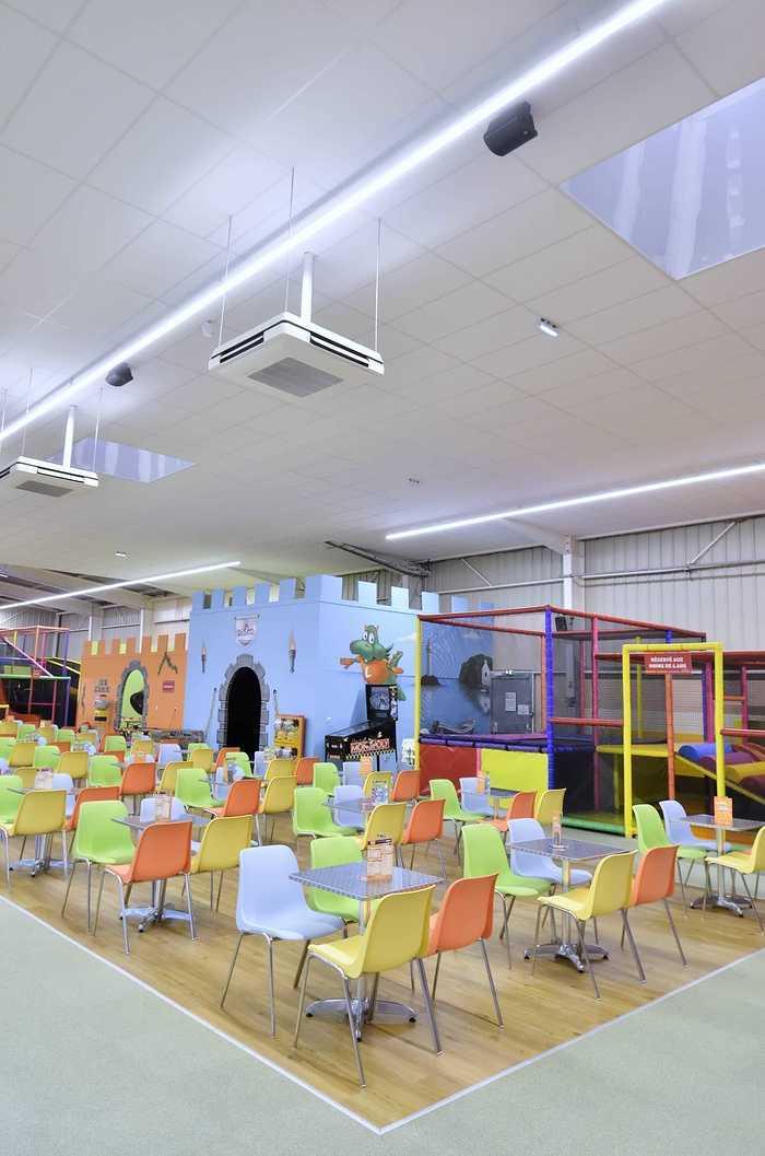 Royal Kids - Langueux (22) : plafonds suspendus dsc0725