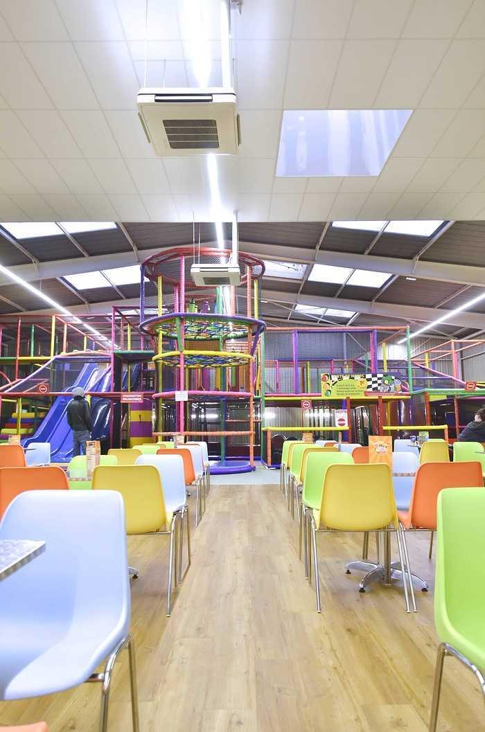 Royal Kids - Langueux (22) : plafonds suspendus dsc0731