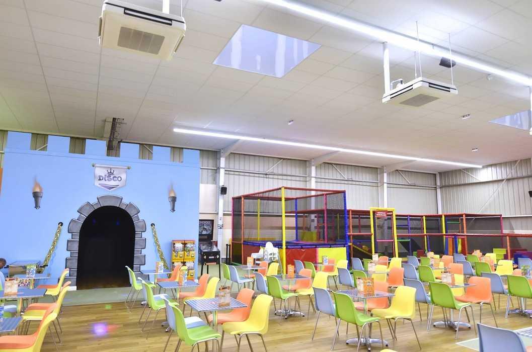 Royal Kids - Langueux (22) : plafonds suspendus dsc0732
