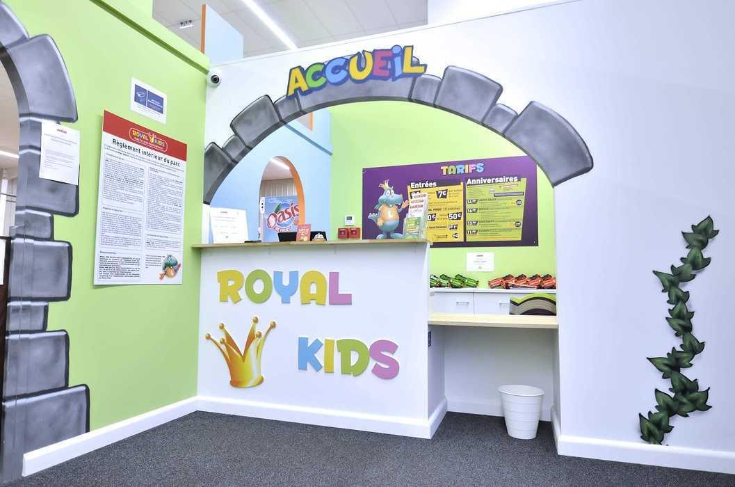 Royal Kids - Langueux (22) : plafonds suspendus dsc0733
