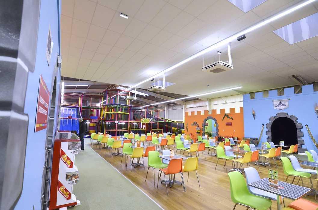 Royal Kids - Langueux (22) : plafonds suspendus dsc0734