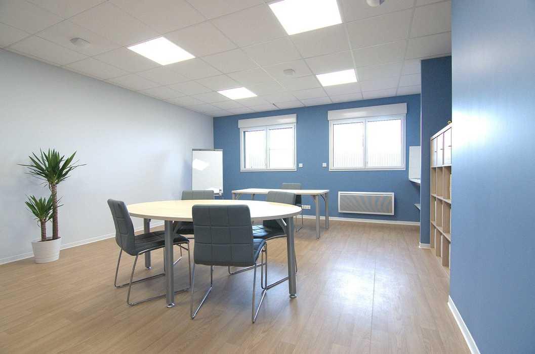 Cloisons / doublage / plafonds / menuiseries : ateliers et bureaux - Cavan (22) dsc1562