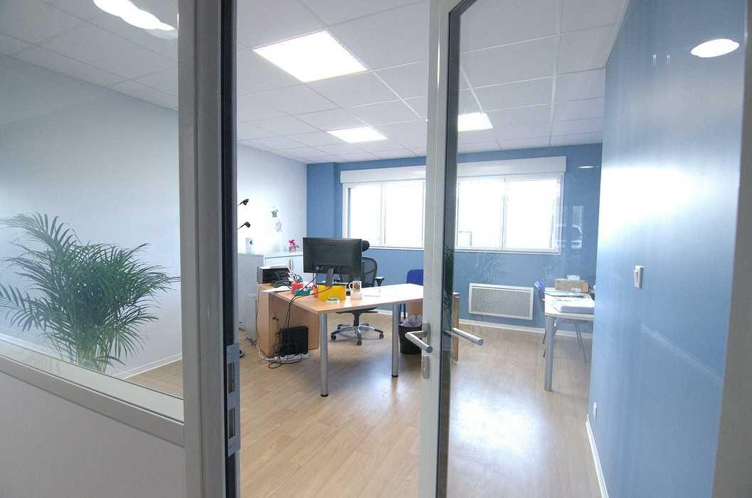 Cloisons / doublage / plafonds / menuiseries : ateliers et bureaux - Cavan (22) dsc1574