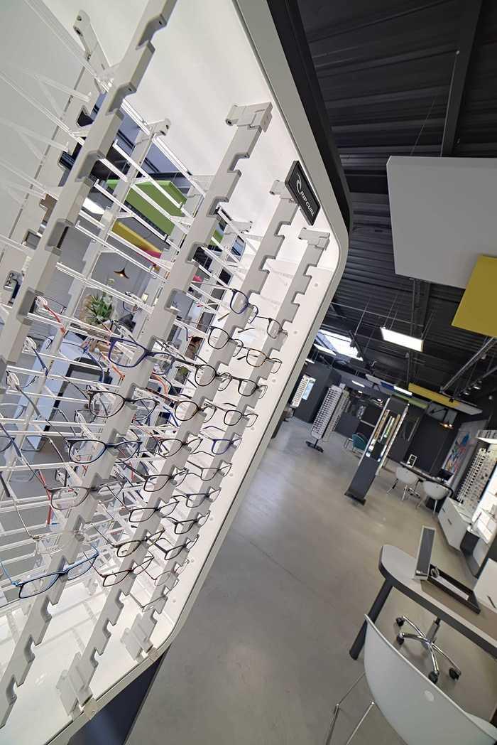 Rénovation de cloisons, plafonds : magasin Optic 200 - Saint Quay Perros dsc0396