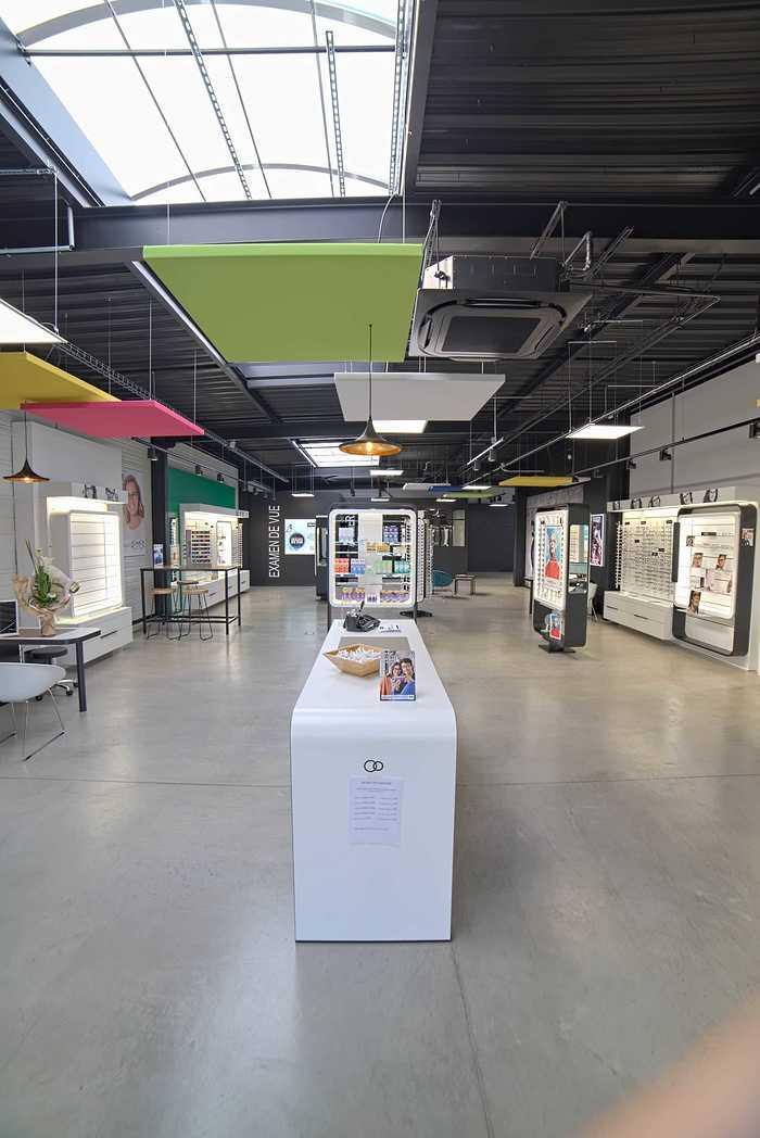 Rénovation de cloisons, plafonds : magasin Optic 200 - Saint Quay Perros dsc0399