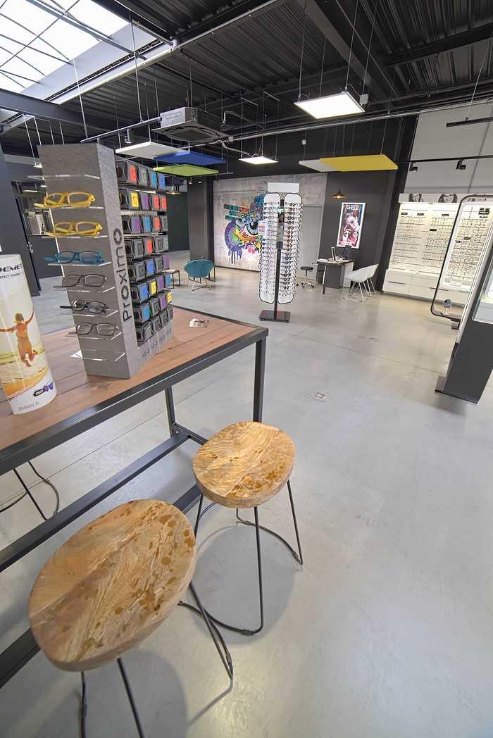 Rénovation de cloisons, plafonds : magasin Optic 200 - Saint Quay Perros dsc0402
