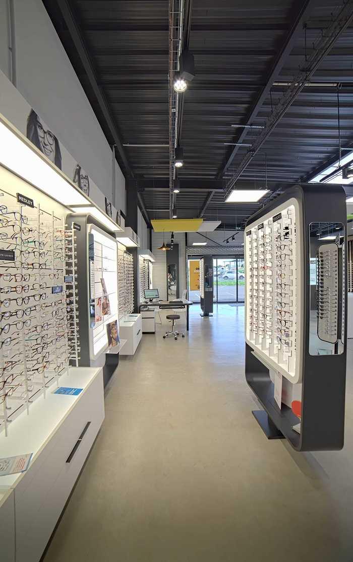 Rénovation de cloisons, plafonds : magasin Optic 200 - Saint Quay Perros dsc0417