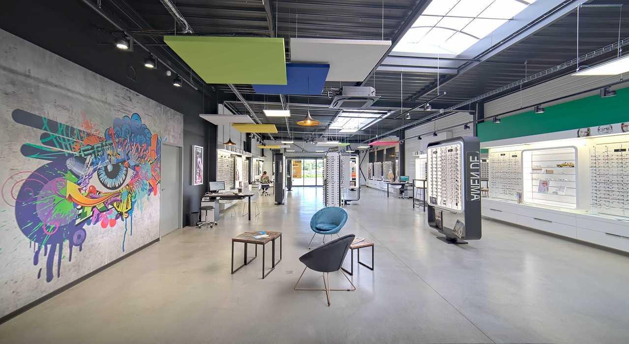 Rénovation de cloisons, plafonds : magasin Optic 200 - Saint Quay Perros dsc0422